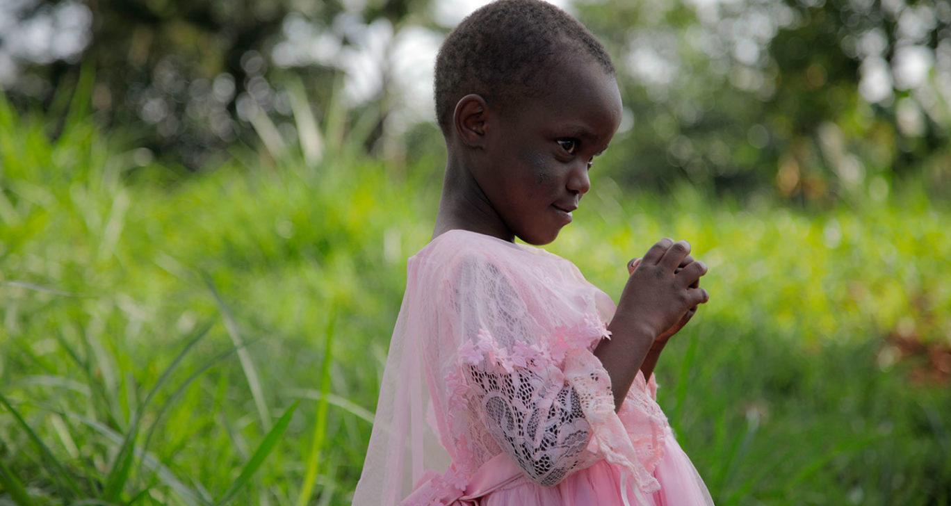 Silpomisuhan alla oleva 6-vuotias Esther-tyttö Keniasta. Kuva: Nenäpäivä / Meeri Väänänen