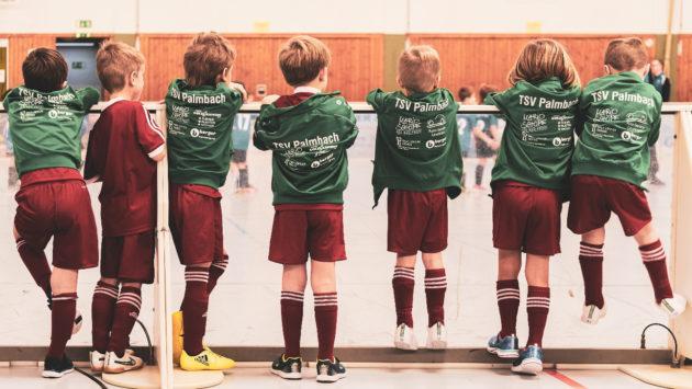 Urheilevia-poikia-rivissä_valokuva-Bruno-Kelzer