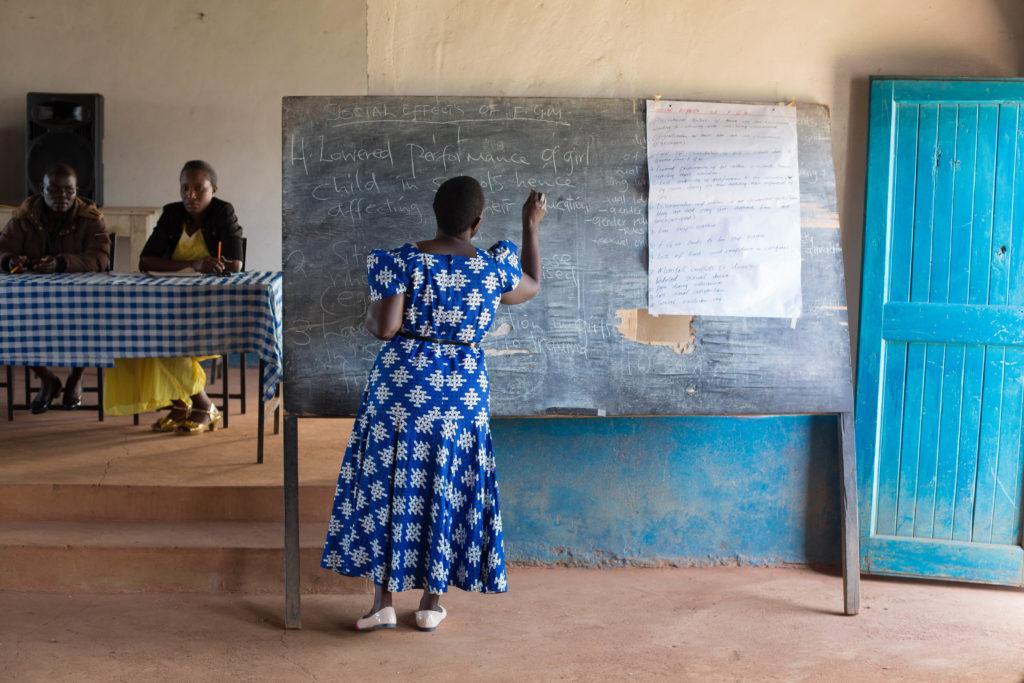 Silpomisen vastaisessa koulutuksissa käsitellään muun muassa tyttöjen sukuelinten silpomisen aiheuttamia terveyshaittoja.