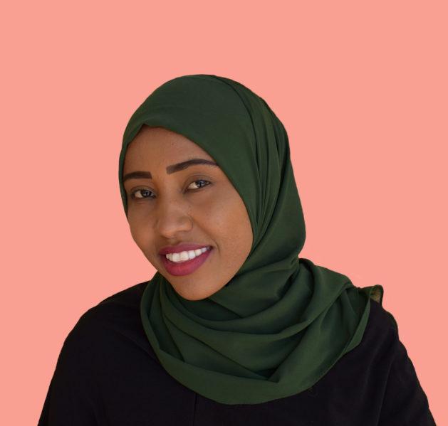 Nahiba Umar hymyilevä kasvokuva