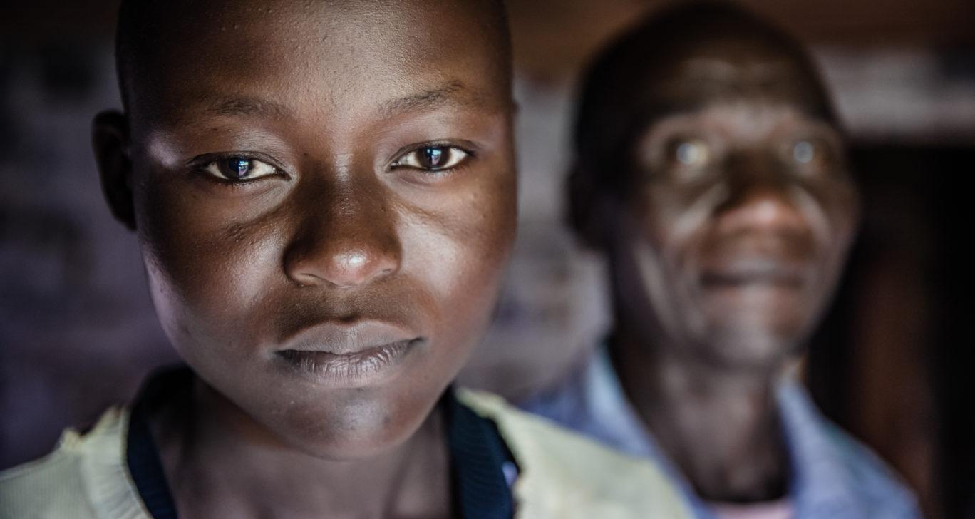 Nuori tyttö säästyi sukuelinten silpomiselta koulutuksen ansiosta Keniassa