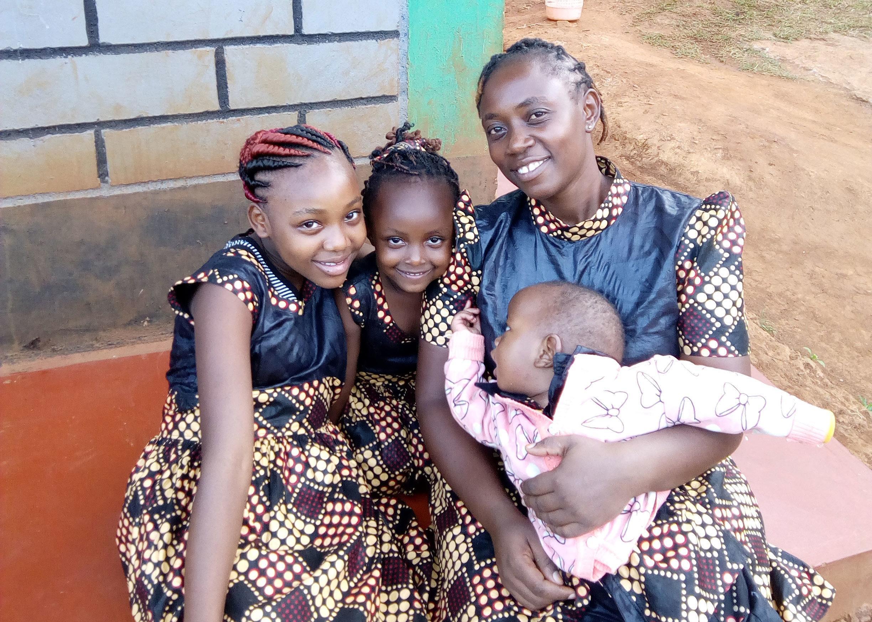 Tyttöjen ympärileikkauksesta päättäminen on vaikea kysymys äidille.